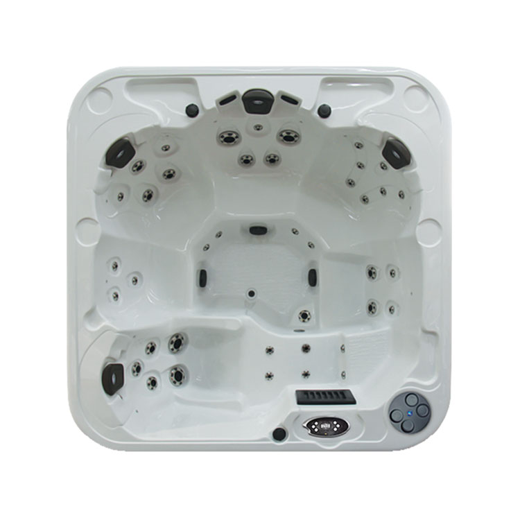 THE QUEEN Regency Collection Hot Tub